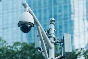 Überwachungskamera in einer chinesischen Stadt. Created by Fanjianhua – Freepik.com